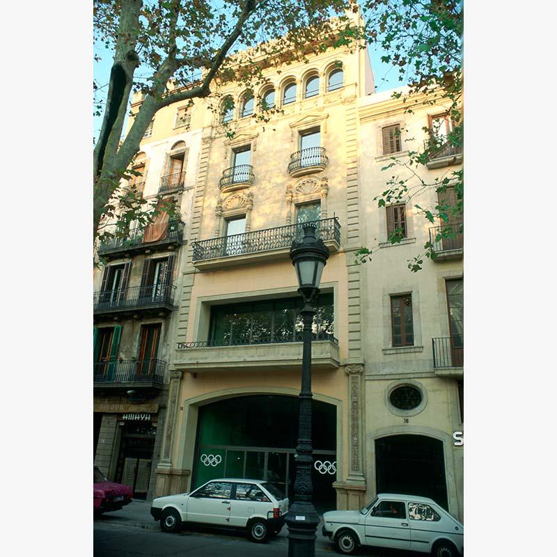 Frontón Colón de Barcelona por Silvia Farriol y Anna Soler